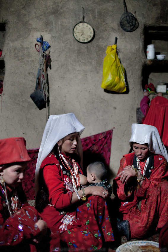 Women's evening tea and chat..In and around the camp of Ortobil, Manara (Sufi camp), near the borders with China and Tajikistan...Trekking with yak caravan through the Little Pamir where the Afghan Kyrgyz community live all year, on the borders of China, Tajikistan and Pakistan.