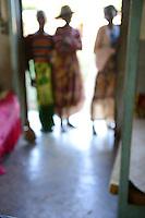 MADAGASCAR, Mananjary, health centre for TBC patients, female patients out of focus / MADAGASKAR Mananjary, TBC Gesundheitsstation der Schwestern ST. PAUL de CHARTRES, weibliche Patienten stehen in der Tuer