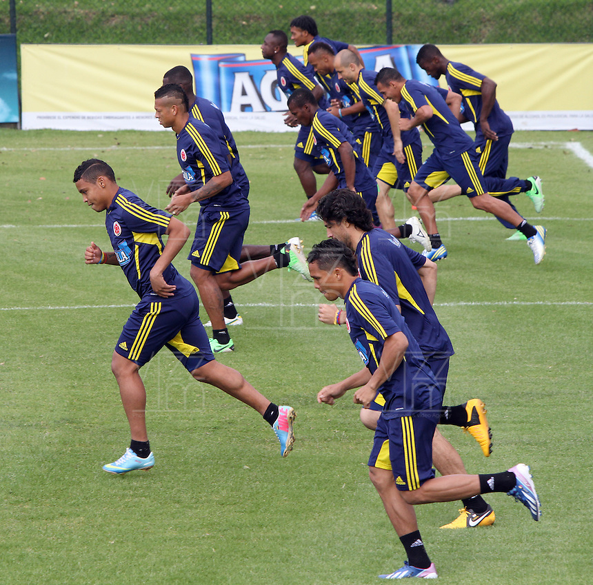 BOGOTA - COLOMBIA--23-05 -2013:  Entrenamiento de la selección Colombia de fútbol de mayores en el estadio El Campincito antes de su encuentro con la selección de Argentina en Buenos Aires . (Foto: VizzorImage / . Training Colombia soccer team over at El Campincito before his encounter with the selection of Argentina in Buenos Aires....VizzorImage / Felipe Caicedo / Staff