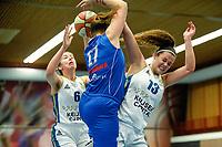 HAREN - Basketbal, Martini Sparks - Den Helder, Basketbal League vrouwen, seizoen 2018-2019, 08-11-2018,  Martini Sparks speelster Roos Koopmans en Martini Sparks speelster Melissa 't Jong (r)