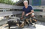 Foto: VidiPhoto<br /> <br /> BEMMEL &ndash; Portret van Twan Houterman op zijn zorgboerderij De Groote Locht in Bemmel. Zijn vorige bedrijf, Betuwe Brassica, staat op een lager pitje.
