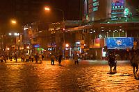 BUENOS AIRES, ARGENTINA, 01 DE FEVEREIRO 2012 - CHUVAS EM BUENOS AIRES - Ponto de algamento  no cruzamento das ruas Cabildo e Blanco Encalada no bairro de Belgrano em Buenos Aires capital da Argentina, na noite desta quata-feira, 01. (FOTO: PATRICIO MURPHY - NEWS FREE).