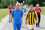 Nederland, Papendal, 1 juli 2012.Seizoen 2012-2013.Eerste training Vitesse .Fred Rutten, de nieuwe trainer-coach van Vitesse en Nicky Hofs op weg naar de eerste training van het seizoen 2012-2013