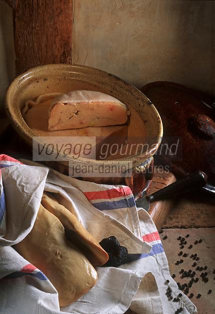 Europe/France/Aquitaine/Dordogne : Gastronomie du Périgord noir : Foie gras d'oie frais et mi-cuit avec truffe du Périgord
