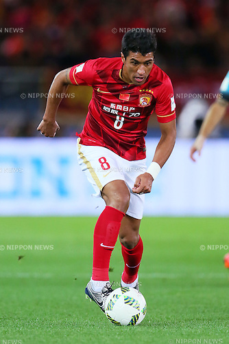 Paulinho (Evergrande), <br /> DECEMBER 17, 2015 - Football / Soccer : <br /> FIFA Club World Cup Japan 2015 <br /> semi-final match between Barcelona 3-0 Guangzhou Evergrande <br /> at Yokohama International Stadium in Kanagawa, Japan.<br /> (Photo by Yohei Osada/AFLO SPORT)