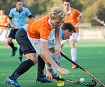 BLOEMENDAAL  - Stijn Hemmes (Bl'daal) met Mart Leempoel (Nijmegen)  , competitiewedstrijd junioren  landelijk  Bloemendaal JA1-Nijmegen JA1 (2-2) . COPYRIGHT KOEN SUYK