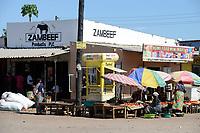 ZAMBIA, town Sinazese, Zambeef outlet, selling of meat and milk products, street vendors with vegetables / SAMBIA, Sinazongwe Distrikt, Kleinstadt Sinazese, Zambeef Shop verkauft Fleisch und Milchprodukte, Gemüseverkauf auf der Strasse