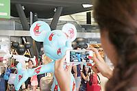 NAPOLI, ITALIA, 15.07.2016 - MICKEY-EXPOSIÇÃO - Cerca de 25 estatuas do personagem da Disney Mickey Mouse podem ser vistos em exposição na Estação Central de Napoli na Italia nesta sexta-feira, 15. (Foto: Salvatore Esposito/Brazil Photo Press)