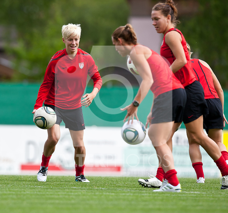 15.06.2011, Steinbergstadion, Leogang, AUT, FIFA WOMENS WORLDCUP 2011, PREPERATION, USA, im Bild Megan Rapinoe, (USA, #15), Christie Rampone, (USA, #3) ,Lauren Cheney, (USA, #12) während eines Trainings zur Vorbereitung auf die FIFA Damen Fussball Weltmeisterschaft 2011 in Deutschland // during a Trainingssession for the FIFA Women´s Worldcup 2011 in Germany, on 2011/06/15, Steinberg Stadium, Leogang, Austria, EXPA Pictures © 2011, PhotoCredit: EXPA/ J. Feichter