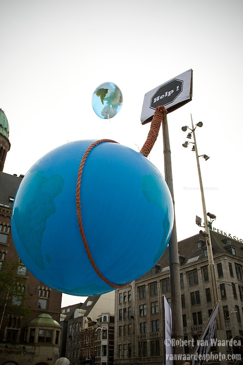 Global Wake Up Call on the Dam Square on September 21st, 2009. The flash mob gathered to call the Dutch Prime Minister and demand the world wake up and solve climate change.