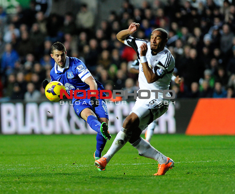 Everton's Kevin Mirallas takes a shot at goal. -    22/12/2013 - SPORT - FOOTBALL - Liberty Stadium - Swansea - Swansea City v Everton - Barclays Premier League<br /> Foto nph / Meredith<br /> <br /> ***** OUT OF UK *****
