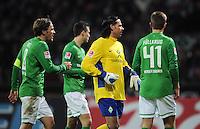 FUSSBALL   1. BUNDESLIGA   SAISON 2011/2012   23. SPIELTAG SV Werder Bremen - 1. FC Nuernberg                   25.02.2012 Clemens Fritz, Torwart Tim Wiese und Niclas Fuellkrug (v.l., alle SV Werder Bremen) enttaeuscht
