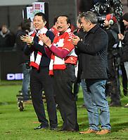 KV KORTRIJK - STANDARD LUIK :<br /> de Maleisische eigenaar Vincent Tan (M) uiterst gelukkig na de wedstrijd<br /> <br /> Foto VDB / Bart Vandenbroucke