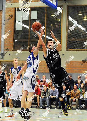 2013-05-11 / Basketbal / seizoen 2012-2013 / Finale beker Van Antwerpen / Vabco Mol - Antwerp Dynamics / Van de Cruys (Dynamics) probeert te scoren..Foto: Mpics.be