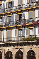 Europe/Espagne/Guipuscoa/Pays Basque/Saint-Sébastien: Place de la Constitution - Place à arcades elle servit jadis d'arène- Dans le quartier Viejo, C'est là que débute La Tamborrada, l'un des évènements traditionnels majeurs de la ville.