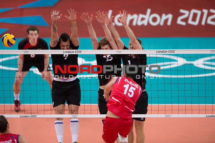 02.08.2012, Earls Court, London, Great Britain, Olympische Sommerspiele 2012, Volleyball, Vorrunde, Deutschland (GER) vs. Serbien (SRB), im Bild Georg Grozer (#9 GER / Belgorod RUS), Max G&uuml;nth&ouml;r / Guenthoer (#15 GER / Friedrichshafen GER), Marcus Popp (#1 GER / Tours FRA) - Sasa Starovic (#15 SRB)<br /> <br /> Foto &copy; nph / Kurth