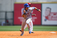Willson Contreras (40) of the Tennessee Smokies takes off for third base during the game against the Birmingham Barons at Regions Field on May 4, 2015 in Birmingham, Alabama.  The Barons defeated the Smokies 4-3 in 13 innings. (Brian Westerholt/Four Seam Images)