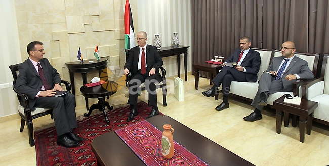 Palestinian Prime Minister, Rami Hamdallah, meets with ambassador of Bosnia and Herzegovina in the West Bank city of Ramallah on May 11 , 2015. Photo by Prime Minister Offic