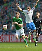 FUSSBALL   1. BUNDESLIGA   SAISON 2012/2013    32. SPIELTAG SV Werder Bremen - TSG 1899 Hoffenheim             04.05.2013 Nils Petersen (li, SV Werder Bremen) gegen Sejad Salihovic (re, TSG 1899 Hoffenheim)