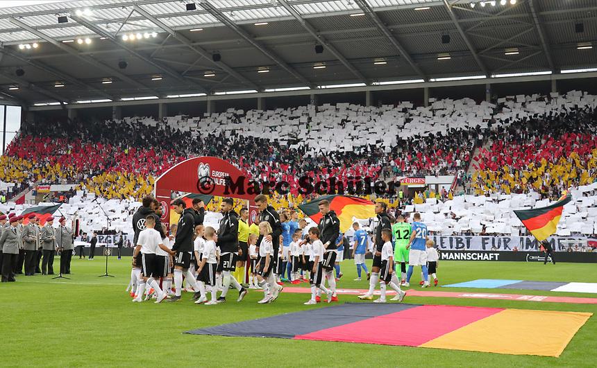 Einlauf der Deutschen Mannschaft - 11.06.2019: Deutschland vs. Estland, OPEL Arena Mainz, EM-Qualifikation DISCLAIMER: DFB regulations prohibit any use of photographs as image sequences and/or quasi-video.