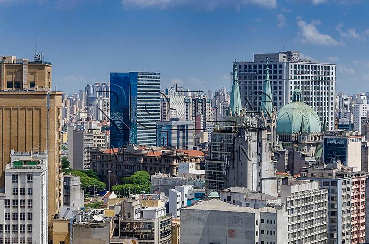 Vista da cidade e da Catedral da Sé, a partir do Edifício Martinelli, São Paulo - SP, 01/2014.