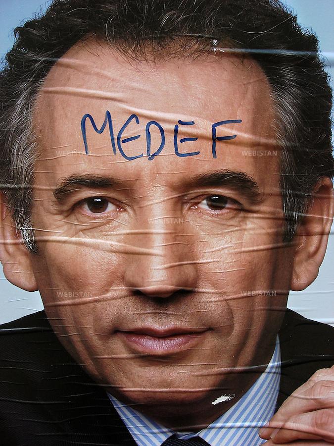 France. Paris. Electoral poster with graffitis showing Fran&ccedil;ois Bayrou center-right candidat running for french president. <br /> <br /> France, Paris<br /> Une affiche &eacute;lectorale du candidat Fran&ccedil;ois Bayrou alors pr&eacute;sident de l'UDF (Union pour la d&eacute;mocratie fran&ccedil;aise). Sur son front est tagu&eacute; le mot &quot;Medef&quot;. <br /> En d&eacute;cembre 2007 il cr&eacute;e son propre parti politique, le MoDem (Mouvement d&eacute;mocrate) dont il est le pr&eacute;sident.