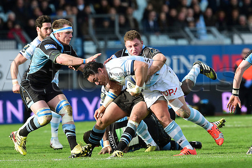 09.01.2016. Paris, France. European Champions Cup Rugby Union. Racing Metro versus Glasgow Warriors.  Chris Masoe (RM92) held up by Duncan Weir (Glasgow)