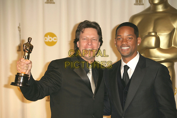 GAVIN HOOD & WILL SMITH.The 78th Annual Academy Awards - Press Room, held at the Kodak Theatre, Los Angeles, California, USA, .5th March 2006..oscars half length  funny holding oscar.Ref: ADM/RE.www.capitalpictures.com.sales@capitalpictures.com.©Russ Elliot/AdMedia/Capital Pictures.