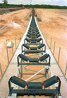 Construção da corrêa transportadora, fábrica de alumina da Alunorte em Barcarena.<br />Barcarena, Pará, Brasil<br />Foto Paulo Santos/Interfoto Implantação da refinaria da Alunorte