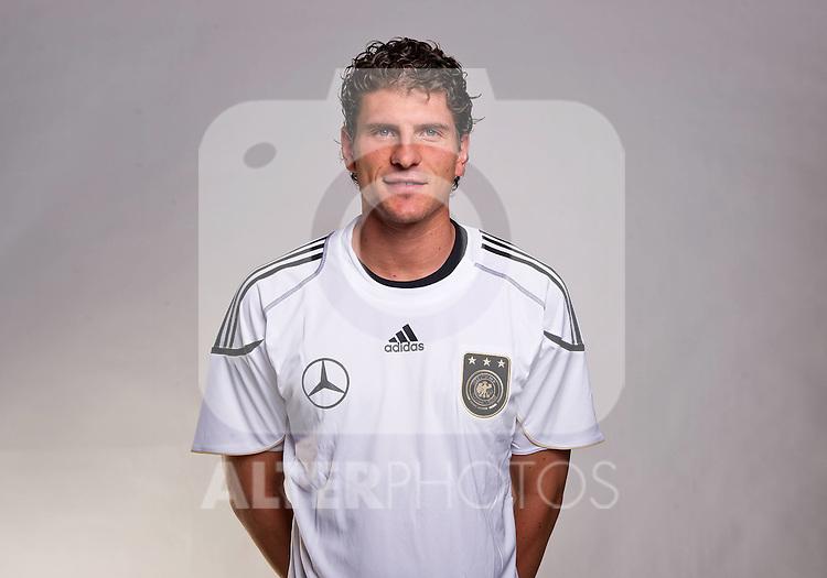 02.06.2010, Commerzbank-Arena, Frankfurt, GER, FIFA Worldcup, Spielerportraits, im Bild Mario Gomez ( FC Bayern Muenchen #23 ) Foto © nph / Kokenge