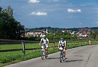 Germany, Upper Bavaria, hop-planting area Hallertau (Holledau), Wolnzach: two bikers heading a 10 Km-run charity performance for Sternstunden e.V. | Deutschland, Bayern, Oberbayern, Hopfenanbaugebiet Hallertau (Holledau), Markt Wolnzach: Radfahrer an der Spitze des 10 Km-Laufs zu Gunsten von Sternstunden e.V.
