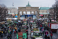 Mehrere zehntausend Menschen demonstrierten am Samstag den 19. Januar 2019 in Berlin unter dem Motto &bdquo;Wir haben es statt!&ldquo; fuer eine Wende in der Agrarpolitik. Sie forderten eine Abkehr von der Subventionierung der industriellen Landwirtschaft, hin zu einer Unterstuetzung der kleinen Betriebe. &quot;Schluss mit den Steuermilliarden an die Agrarindustrie!&quot; und &quot;Subventionen nur noch fuer umwelt- und klimaschonende Landwirtschaft! Oeffentliche Gelder nur noch fuer artgerechte Tierhaltung!&quot;.<br /> An dem Demonstrationszug nahmen Bauern mit 141 Traktoren teil.<br /> 19.1.2019, Berlin<br /> Copyright: Christian-Ditsch.de<br /> [Inhaltsveraendernde Manipulation des Fotos nur nach ausdruecklicher Genehmigung des Fotografen. Vereinbarungen ueber Abtretung von Persoenlichkeitsrechten/Model Release der abgebildeten Person/Personen liegen nicht vor. NO MODEL RELEASE! Nur fuer Redaktionelle Zwecke. Don't publish without copyright Christian-Ditsch.de, Veroeffentlichung nur mit Fotografennennung, sowie gegen Honorar, MwSt. und Beleg. Konto: I N G - D i B a, IBAN DE58500105175400192269, BIC INGDDEFFXXX, Kontakt: post@christian-ditsch.de<br /> Bei der Bearbeitung der Dateiinformationen darf die Urheberkennzeichnung in den EXIF- und  IPTC-Daten nicht entfernt werden, diese sind in digitalen Medien nach &sect;95c UrhG rechtlich geschuetzt. Der Urhebervermerk wird gemaess &sect;13 UrhG verlangt.]