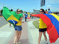 FORTALEZA - BRASIL -04-07-2014. Los hinchas colombianos y basileños disfrutan previo al juego de los cuartos de final entre Colombia (COL) y Brasil (BRA), hoy 4 de julio de 2014, por la Copa Mundial de la FIFA Brasil 2014 jugado en el Estadio Castelao de Fortaleza./ Fans of Colombia and Brazil enjoy prior the match of the Quarter-Finals between Colombia (COL) and Brazil (BRA), today July 4 2014 for the 2014 FIFA World Cup Brazil played at Castelao stadium in Fortaleza. Photo: VizzorImage / Alfredo Gutiérrez / Contribuidor