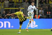 FUSSBALL  CHAMPIONS LEAGUE  HALBFINALE  HINSPIEL  2012/2013      Borussia Dortmund - Real Madrid              24.04.2013 Mario Goetze (li, Borussia Dortmund) gegen Cristiano Ronaldo (re, Real Madrid)