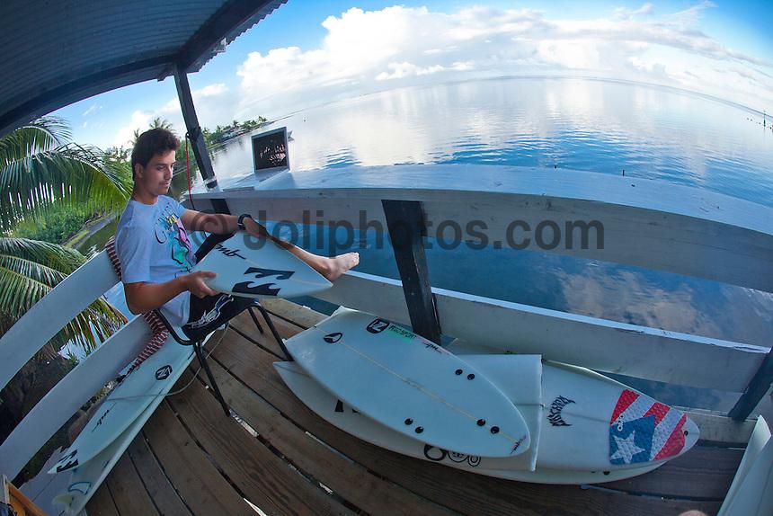 Ricardo dos Santos (BRA) Thursday August 19, 2010. Teahupo'o Tahiti, French Polynesia.  Photo: joliphotos.com