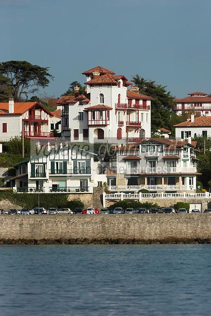 France, Pyrénées-Atlantiques (64), Pays-Basque, Saint-Jean-de-Luz: Les maisons du front de mer // France, Pyrenees Atlantiques, Basque Country, Saint Jean de Luz, The houses of the waterfront
