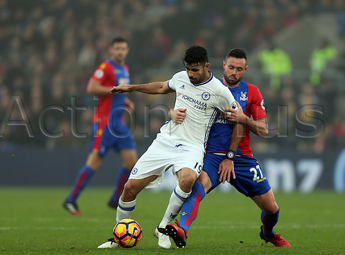 17.12.2016. Selhurst Park, London, England. Premier League Football. Crystal Palace versus Chelsea. Damien Delaney holds on to Diego Costa