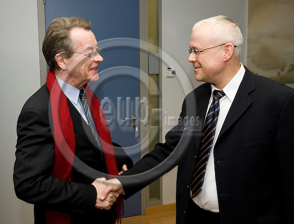 Brussels-Belgium - 19 february 2009 -- Vladimir SPIDLA (ri), European Commissioner in charge of Employment, Social Affairs and Equal Opportunities, receives Franz MÜNTEFERING (le)(Muntefering, Muentefering), Chairman of SPD (Social-democratic Party of Germany -- Photo: Horst Wagner / eup-images