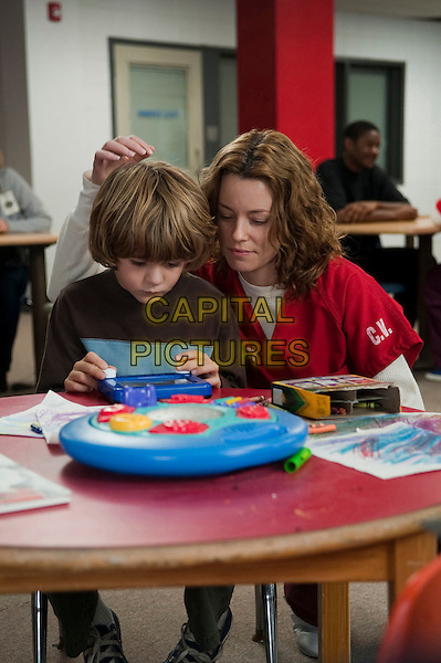 TY SIMPKINS & ELIZABETH BANKS..in The Next Three Days.*Filmstill - Editorial Use Only*.CAP/FB.Supplied by Capital Pictures.