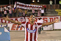 NEIVA -COLOMBIA-25-01-2014. Arzuaga  del Junior celebra su gol  contra el Atletico Huila durante partido por la fecha 1 de la Liga Postobón I 2014 jugado en el estadio Guillermo Plazas Alcid   de la ciudad de Neiva./  Arzuaga of Atletico Junior celebrates his goal  against Atletico Huila  during match '1 League Postobón 2014 I played in the stadium Guillermo Plazas Alcid city of Neiva. Photo: VizzorImage / Felipe Caicedo / Staff