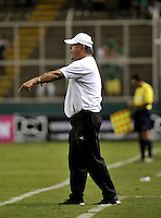 CALI - COLOMBIA -28-05-2016: Nestor Otero, técnico de Rionegro Aguilas, durante partido entre Deportivo Cali y Rionegro Aguilas, por la fecha 20 de la Liga Aguila I-2016, jugado en el estadio Deportivo Cali (Palmaseca)  de la ciudad de Cali.  / Nestor Otero, coach of Rionegro Aguilas, during a match between Deportivo Cali y Rionegro Aguilas, for the date 20 of the Liga Aguila I-2016 at the Deportivo Cali (Palmaseca) stadium in Cali city. Photo: VizzorImage  / Luis Ramirez / Staff.
