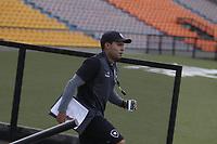MEDELLÍN -COLOMBIA-12-04-2017. Jair Verntura técnico de Botafogo de Brasil reconoce la cancha previo al partido con Atlético Nacional de Colombia por la fecha 2, fase de grupos, de la Copa CONMEBOL Libertadores Bridgestone 2017 a jugarse en el estadio Atanasio Girardot de la ciudad de Medellín. / Jair Verntura coach of Botafogo of Brazil recognized the field prior the match against  Atletico Nacional of Colombia for the date 2, groupe  phase, of the Copa CONMEBOL Libertadores Bridgestone 2017 will be played at Atanasio Girardot stadium in Medellin city. Photo: VizzorImage/ León Monsalve /Cont
