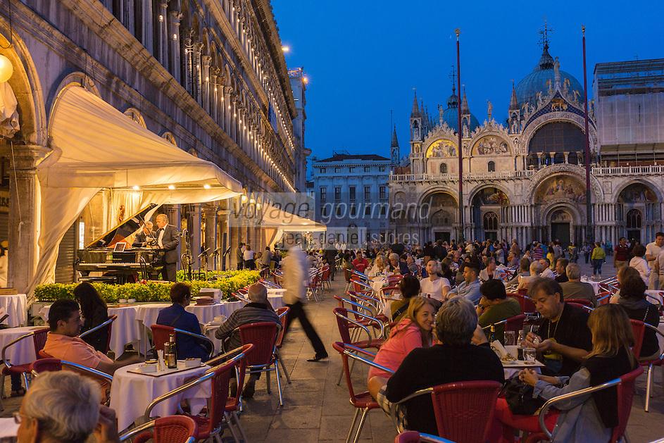 Italie, Vénétie, Venise:  Le caffè Quadri, café-restaurant historique situé sous les arcades des Procuratie Vecchie de la place Saint-Marc    // Italy, Veneto, Venice: