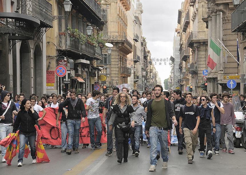 Palermo, march against government cuts and austerity...Palermo, corteo contro i tagli del governo voluti dall'Europa.