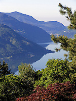 CHE, Schweiz, Tessin, Cademario (oberhalb Lugano): Blick auf den Luganer See | CHE, Switzerland, Ticino, Cademario (above Lugano): view across Lake Lugano