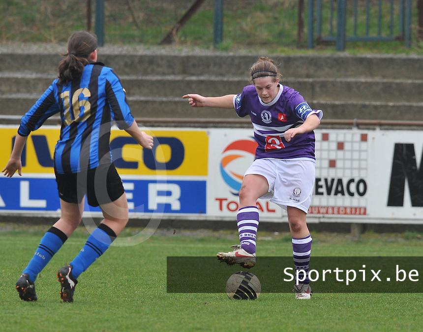 Dames Club Brugge - Beerschot AD : Caroline Janssens aan de bal.foto DAVID CATRY / Vrouwenteam.be