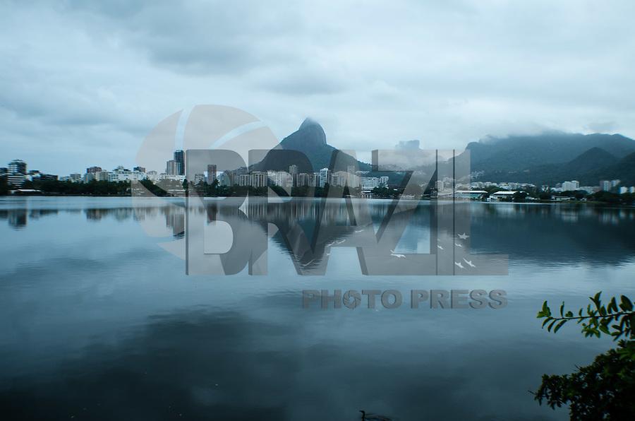RIO DE JANEIRO,RJ, 15.02.2019 - CLIMA-RJ - Núcleos de chuva já atuam no entorno do Rio de Janeiro, Lagoa Rodrigo de Freitas, zona sul do Rio de Janeiro (Foto: Vanessa Ataliba/Brazil Photo Press/Folhapress)