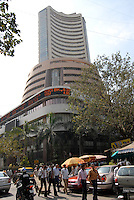 INDIA, Mumbai, stock exchange in Dalal Street, news ticker BSE Bombay Stock Exchange index , notation of ICICI Bank / INDIEN, Mumbai, indische Boerse