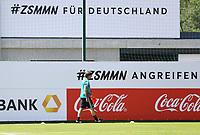 Bundestrainer Joachim Loew (Deutschland Germany) baut den Trainingsplatz auf - 05.06.2018: Training der Deutschen Nationalmannschaft zur WM-Vorbereitung in der Sportzone Rungg in Eppan/Südtirol