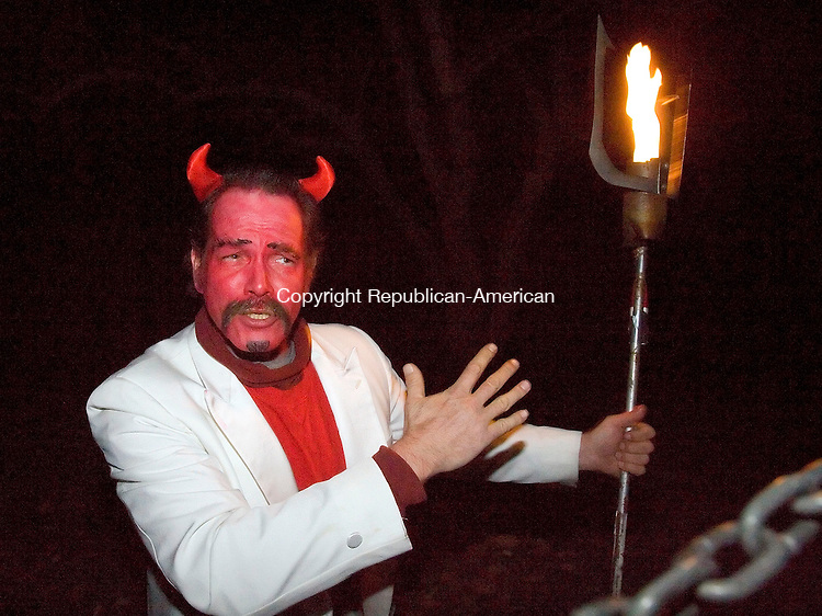 WOODBURY, CT - 28 OCTOBER 2005 -102805JS11-You are warned don't shake hands with the Devil during the Woodbury Lion's Club Haunted Hayride.  --Jim Shannon Republican-American--Woodbury Lion's Club Haunted Hayride are CQ